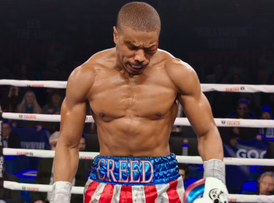 Adonis (Michael B. Jordan) assume as cores do pai nos ringues